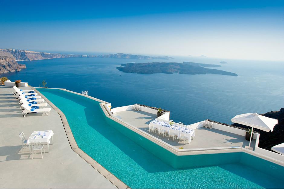Интересно знать : Невероятные бассейны самых роскошных отелей мира