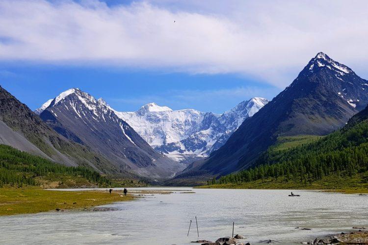 Россия : Поход к грандиозной горе Белуха на Алтае